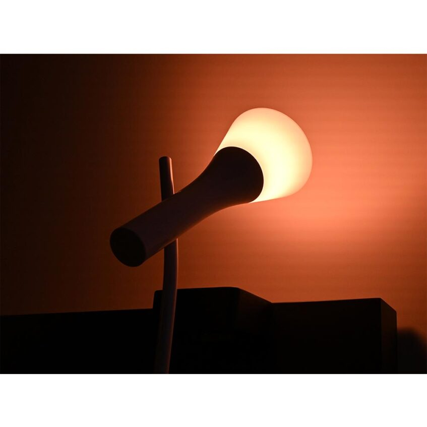 HUE TABLE LAMP LIFESTYLE